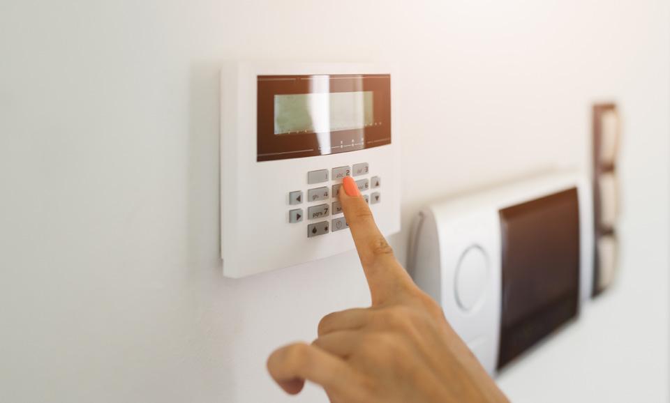 Systemy alarmowe i kontrola dostępu